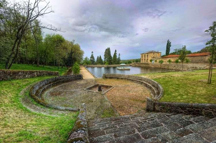 Fuente, estanque y palacete de El Bosque de Béjar