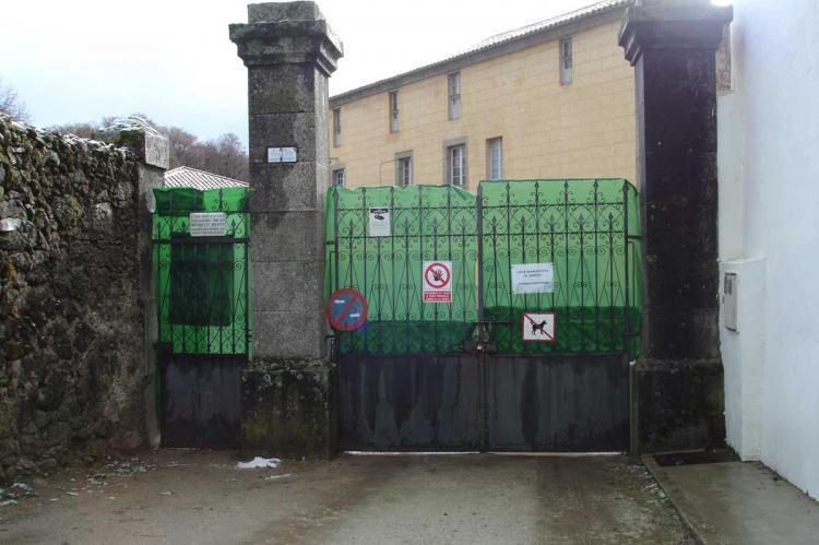 Puerta de EL Bosque de Béjar cerrada