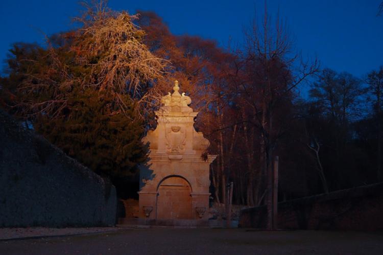 Vista parcial de El Bosque de Béjar con la fuente de la Sábana al fondo
