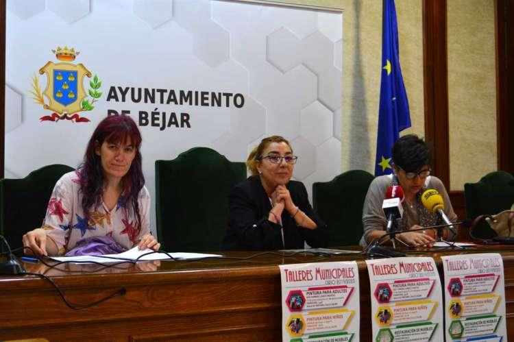 La concejala de Educación presenta los talleres municipales