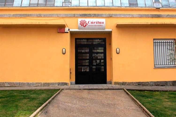 Fachada principal edificio Cáritas Béjar