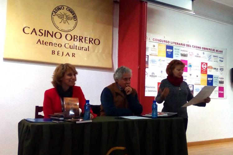 Carmen Carpio junto a Fernando Sáenz de Miera y Rosa Sánchez de la Vega en la presentación del libro