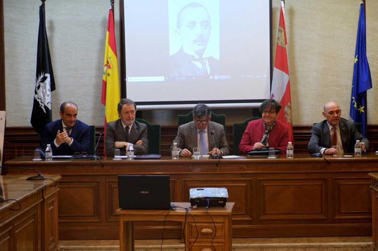 Lectura del discurso de ingreso en el salón de plenos del Ayuntamiento de Béjar