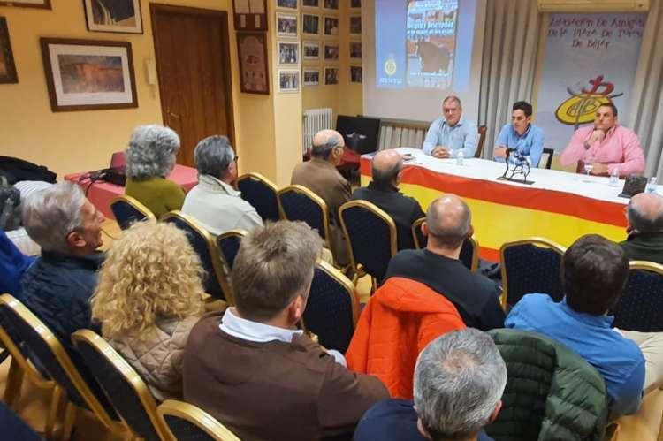Un momento de la charla organizada por la asociación de amigos de la Plaza de Toros de Béjar