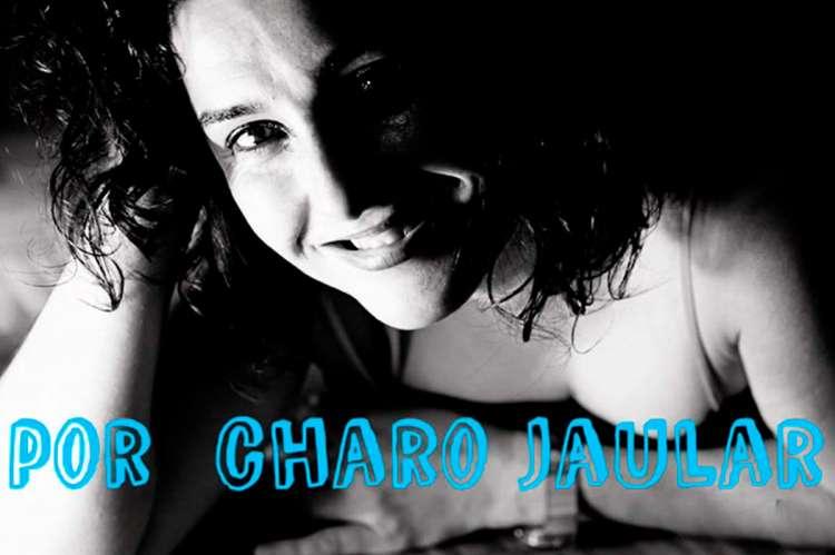 Framme de unno de lso videos promocionales de Charo Jaular