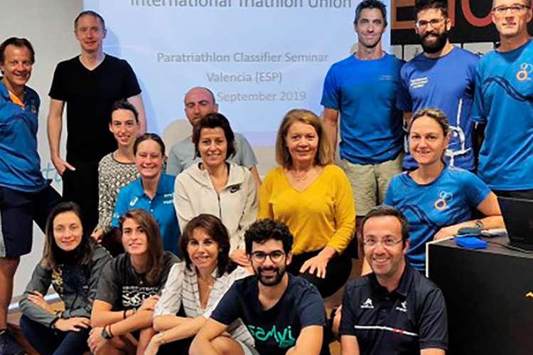 Foto de familia de los Clasificadores Internacionales de Paratriatlón