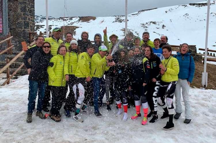 Integrantes del club de Esquí La Covatilla en San Isidro