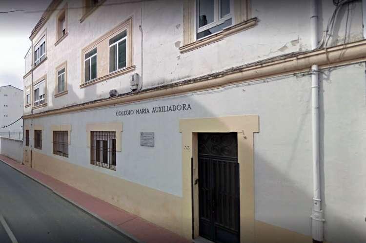 Fachada exterior del colegio concertado Mª Auxiliadora de Béjar
