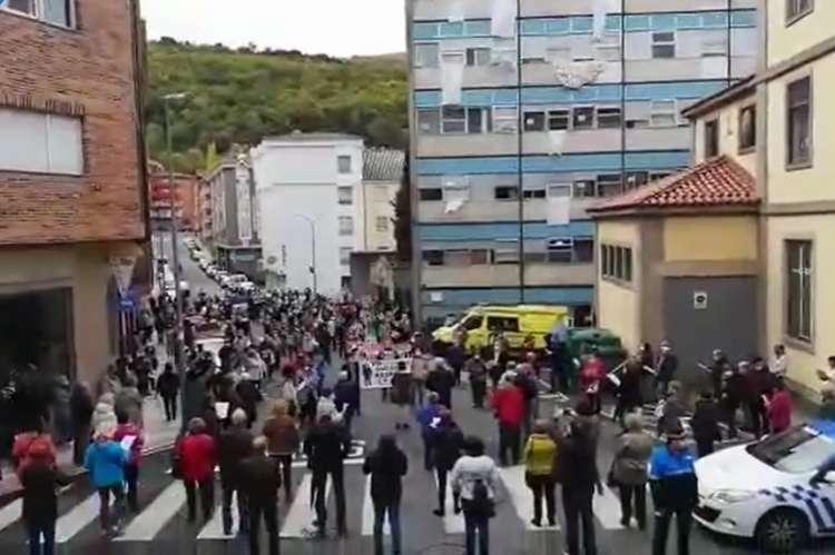 Protestas frente al hospital de Béjar