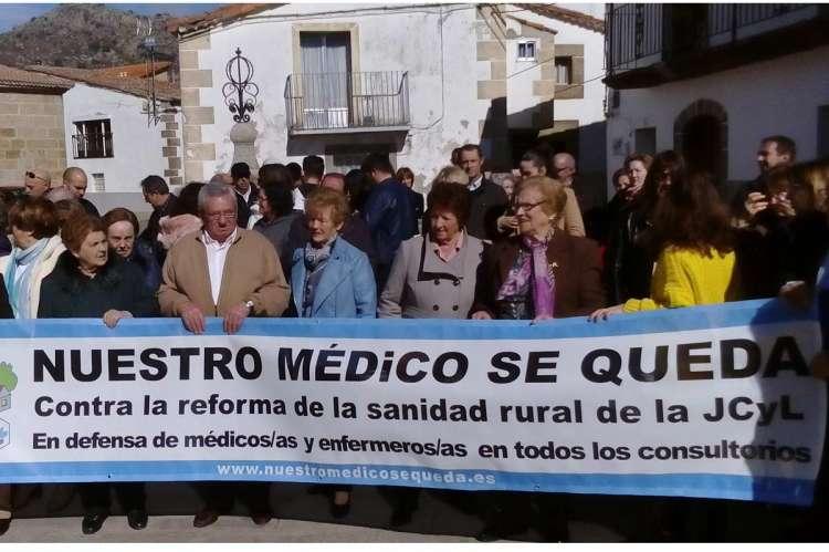 Vecinos de Valdesangil protestan contra recortes sanitarios en la zona