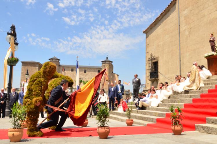 Rendicion de banderas fiesta Corpus