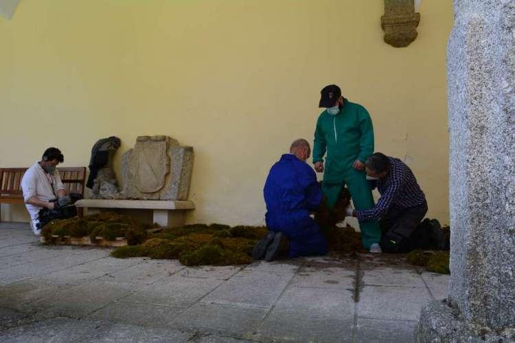 Vestimenta de un hombre de musgo para el programa España Directo de RTVE