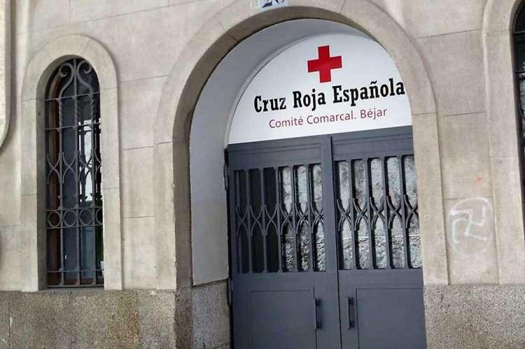 Puerta de la nueva sede de Cruz Roja en Béjar
