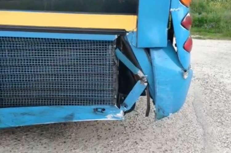Daños parte trasera del autobús