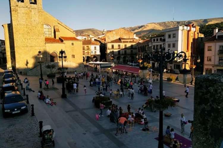 Plaza Mayor de Béjar con los juegos tradicionales del Día del Juego Itinerante