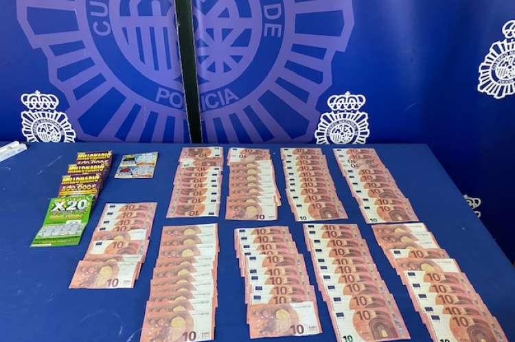 Dinero falso incautado al detenido