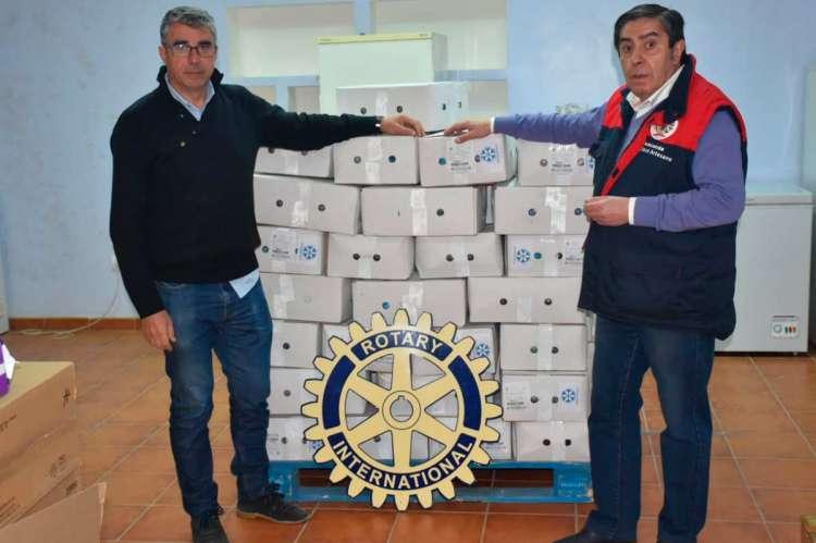 Momento de la donación del Rotary club a San José Artesano