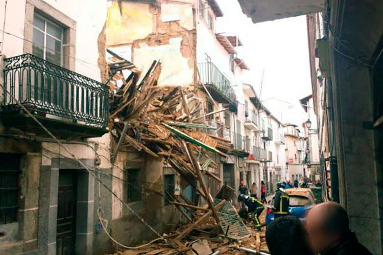 Derrumbe edificio en calle Mansilla, febrero de 2014