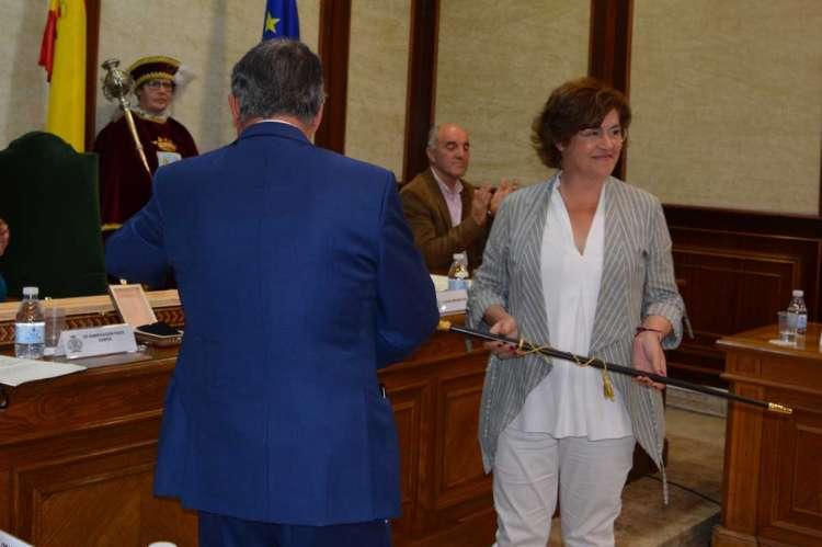 Alejo Riñones y Elena Martín durante la sesión de investidura