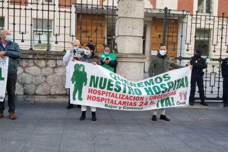 Javier Garrido, Tu Aports, a la Izquierda, durante la concentración ante la Consejería de Sanidad