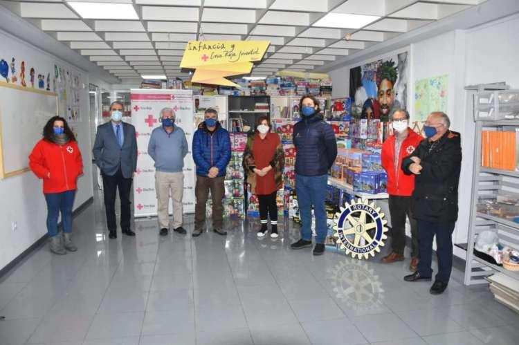 Entrega de juguetes Rotary  Club a Cruz Roja