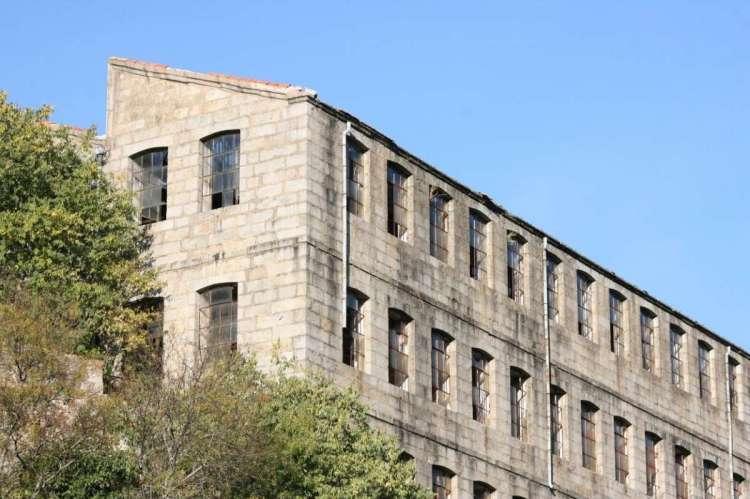 Edificio de una antigua fábrica textil de Béjar