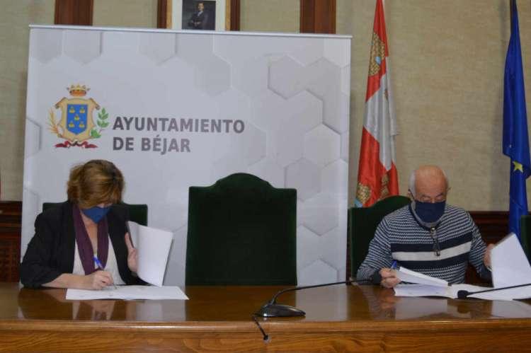 Firma del convenio entre Ayuntameinto y Caritas