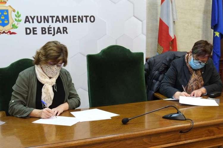 Firma del convenio entre el Ayuntamiento y el CEB
