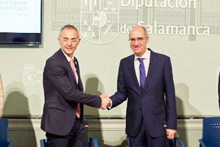 Firma del acuerdo entre La diputación y la Universidad de Salamanca