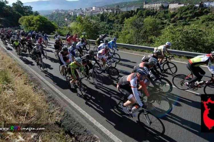 Marcha Bedelalsa ciclistas en la carretera