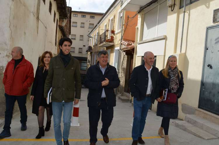 Concejales del PArtido Popular en el Ayuntamiento de Béjar durante la inauguración de las obras en una calle de Béjar