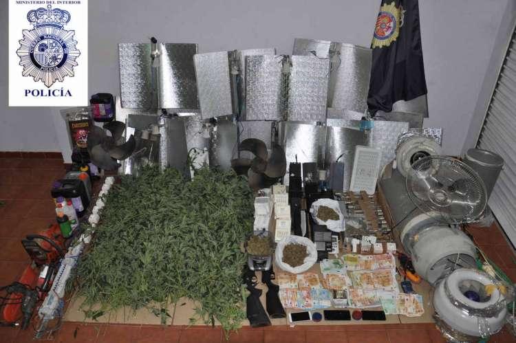 Alijo de marihuana, dinero y objetos incautados en Béjar
