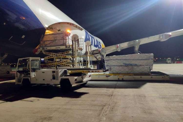 Avión con material sanitario
