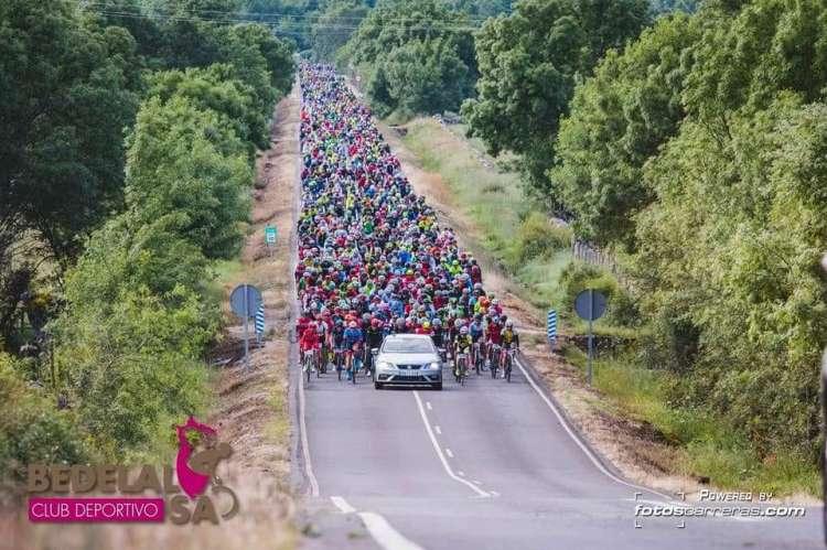 Imagen de la marcha Bedelalsa y su gran número de participantes