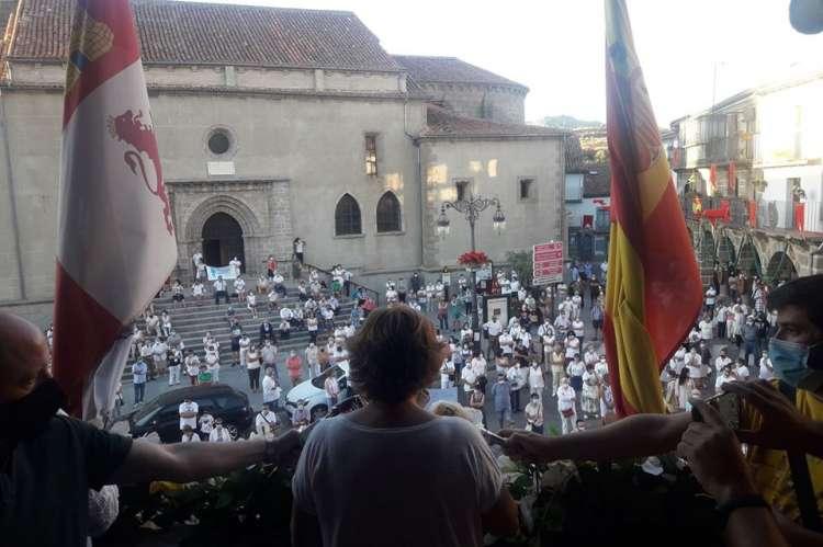 Vista de los participantes en la plaza mayor de Bejar