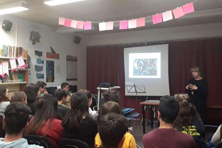 Gomez Blesa durante su conferencia a los alumnos del IES Río cuerpo de Hombre