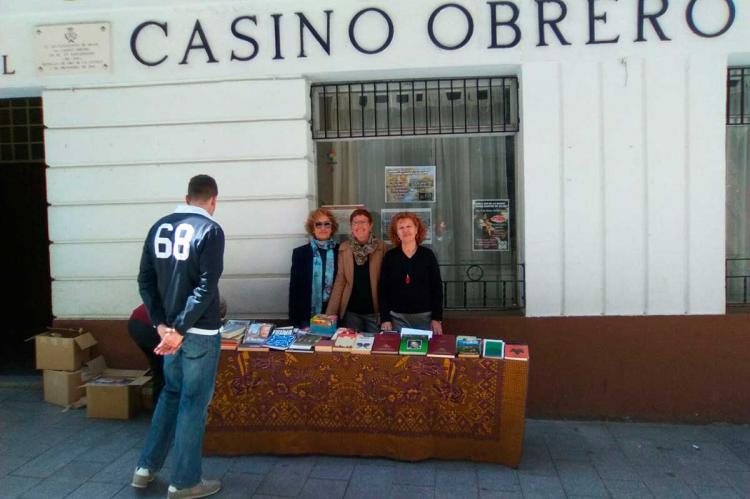 Mesa informativa frente al Casino Obrero