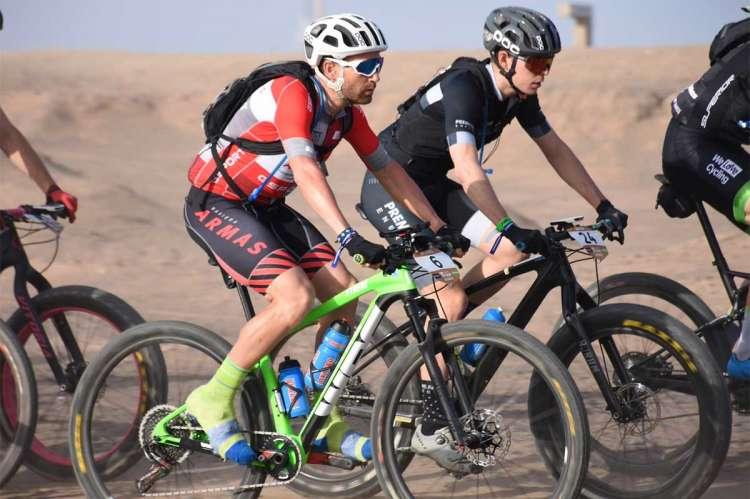 Moisés Dueñas en el grupo de la primera etapa de la Garmin Titan Desert 2019