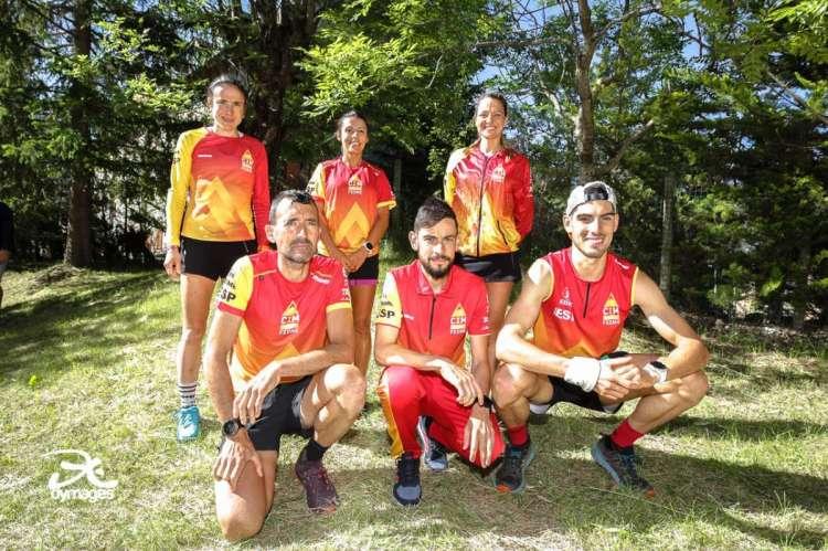 Miguel Heras junto a más miembros de la selección antes de la disputa del mundial
