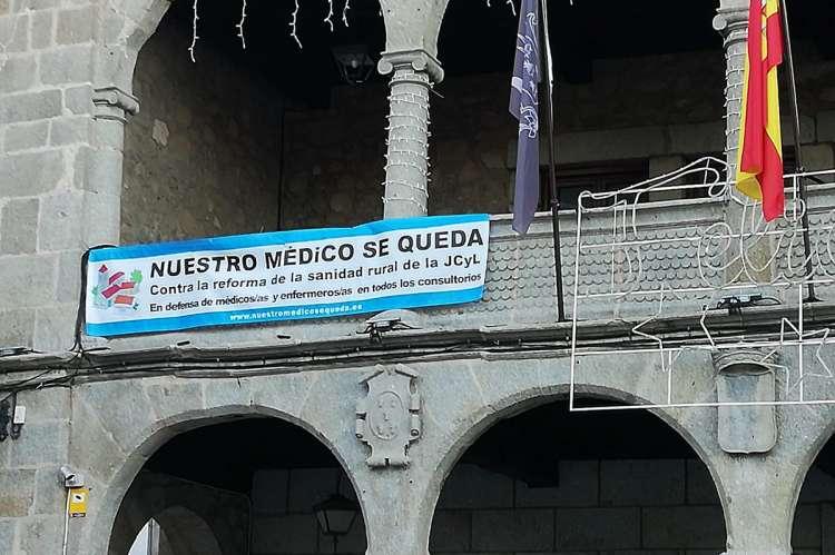 Pancarta Nuestro Médico se queda en el Ayuntamiento de Béjar