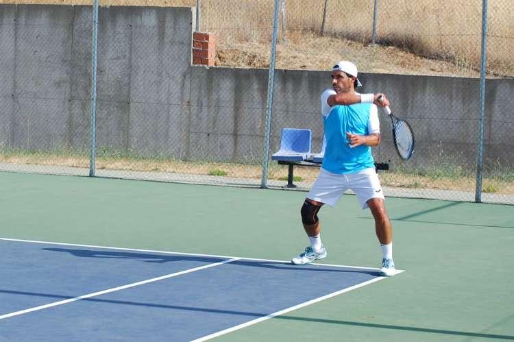 Uno de los partidos de las fases previas del Open de tenis Béjar