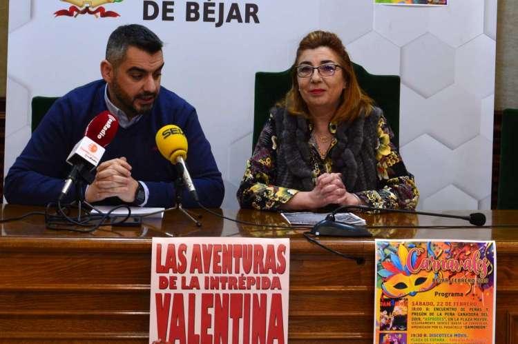 Ana Vicente  Peralejo y Manuel Garrote, cultura, presentan la progamación de Carnavales de Béjar