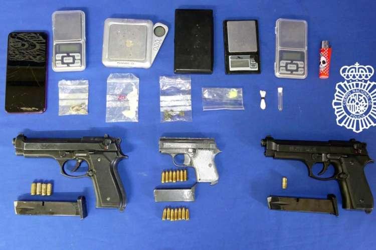 Armas y material incautado a los detenidos