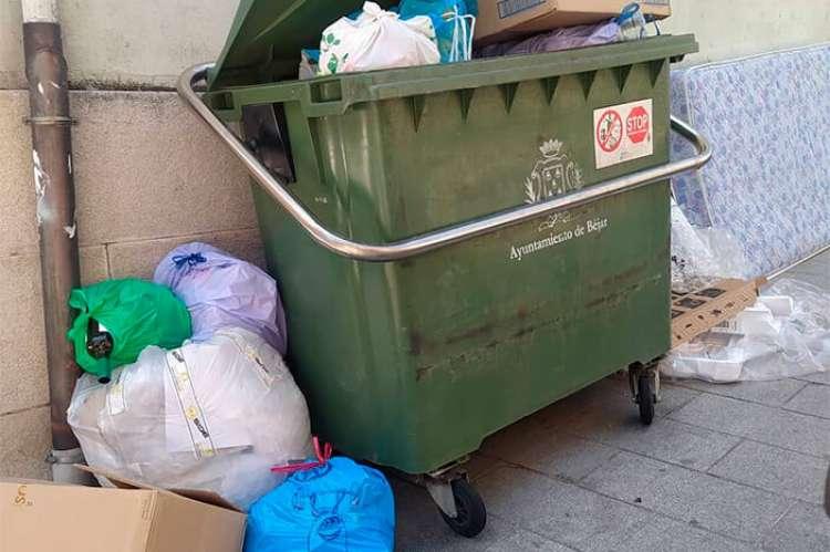 Contenedor repleto de basura