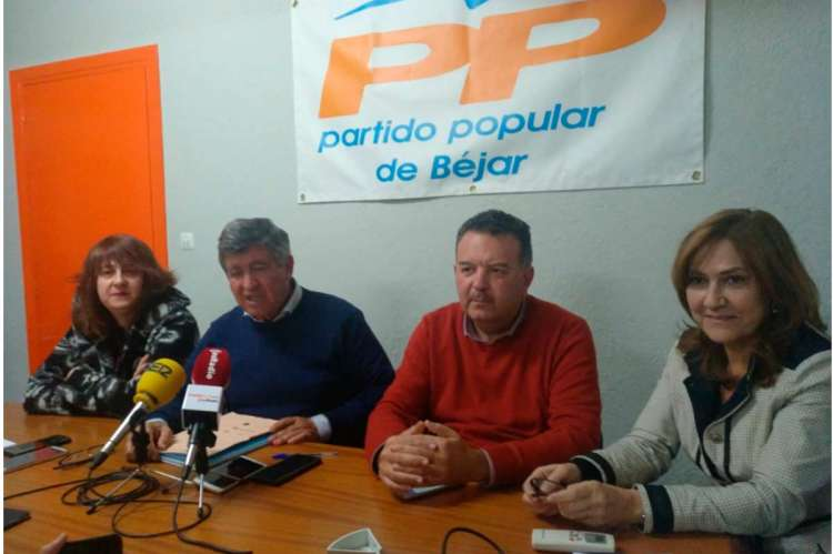 Los ediles del PP durante la comparecencia en la que pidieron las dimisiones