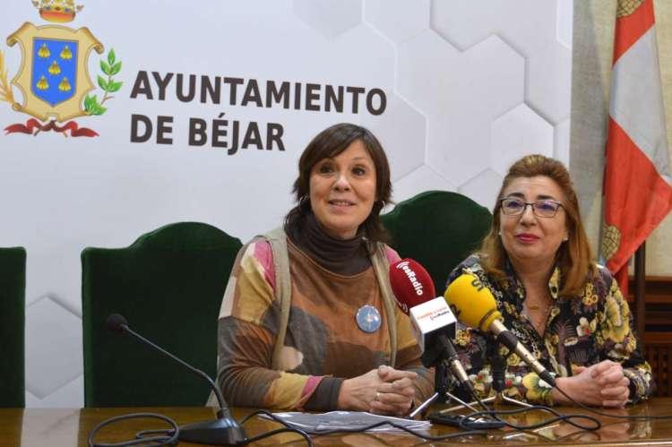 Ana Peralejo y la directora de la Escuela Municipal de Música, Cari Argente