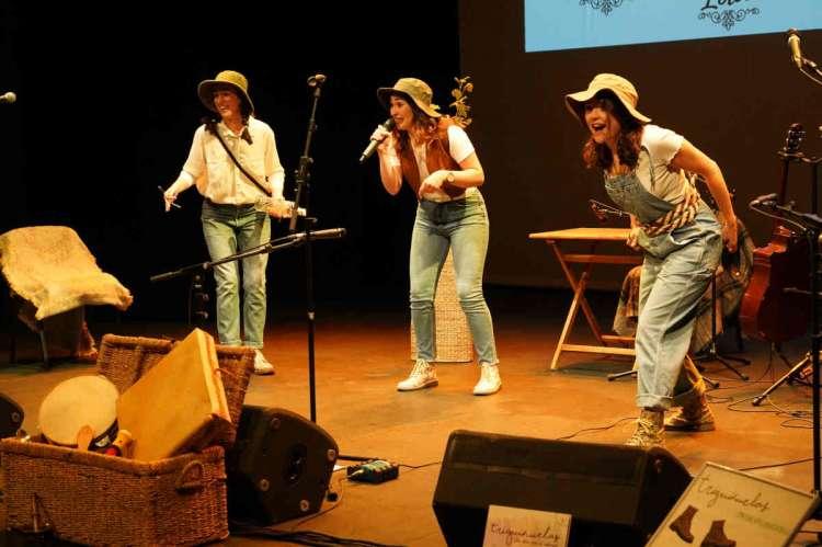 La agrupación Triguiñuelas actuando en Segovia