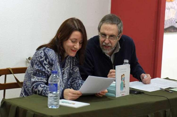 Carmen Cascón y Marcelo Matas de Álvaro durante la presentación del cuento