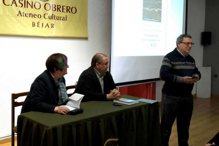 Presentación de la revista XXII del CEB. Fotografía  Enrique Ramón García Periáñez
