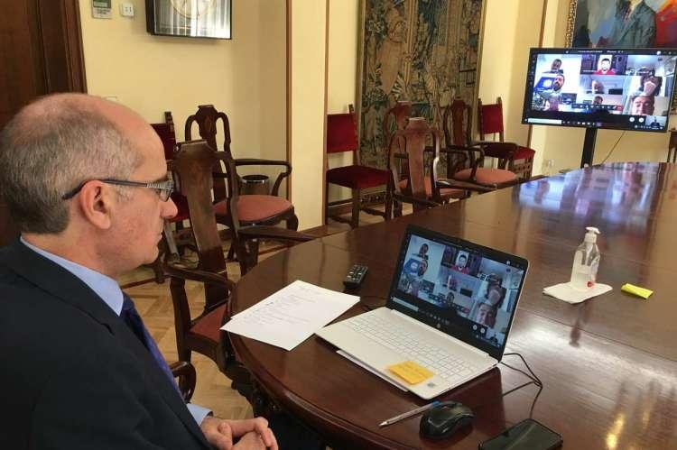 Reunión del presidente de l Diputación con empresarios de la provincia